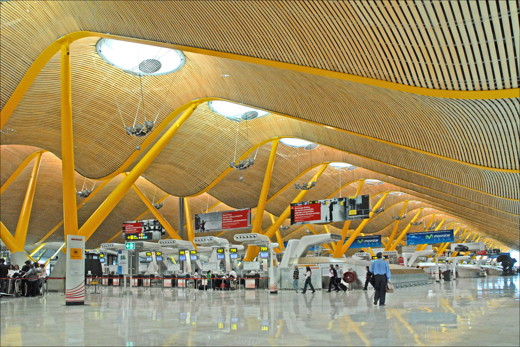Transport in Madrid: some tips about Metro, taxi and