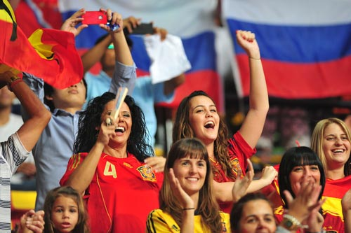 People cheering up the Spanish Soccer Team