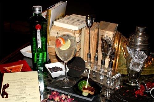 A gin tonic in a bar