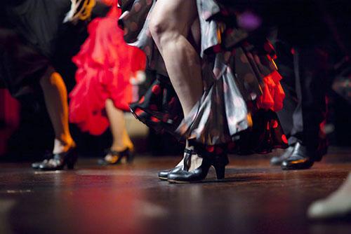 Bailaoras dancing flamenco